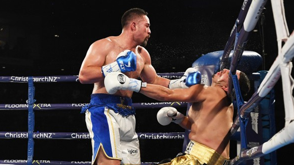 Parker knocks out Flores in third round victory