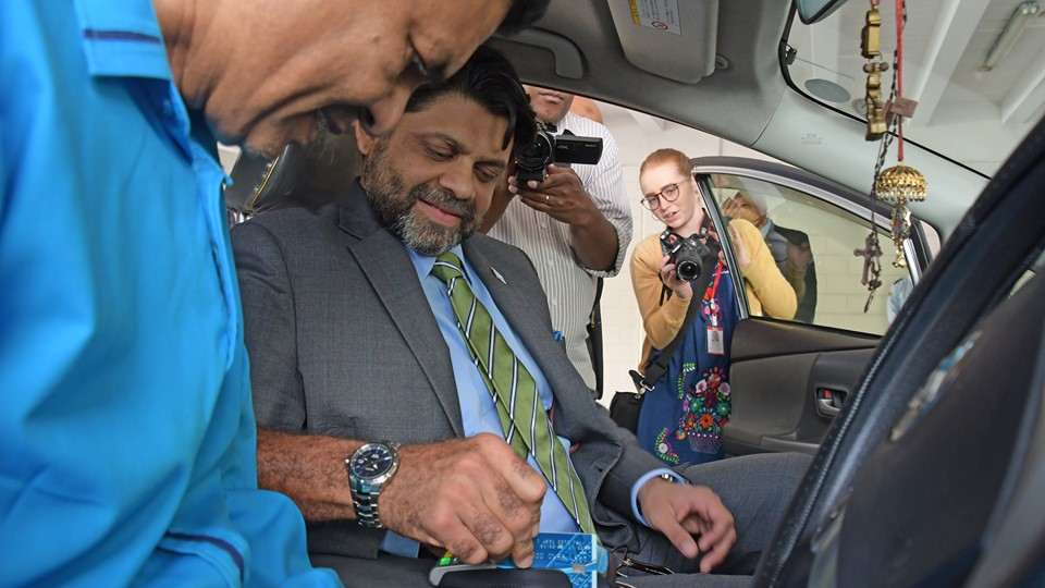 EFTPOS Machine In Taxis Will Reduce Theft And Mugging: AG