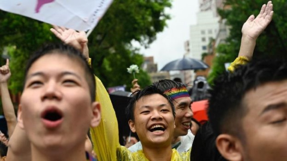 Taiwan gay marriage: Parliament legalises same- sex unions