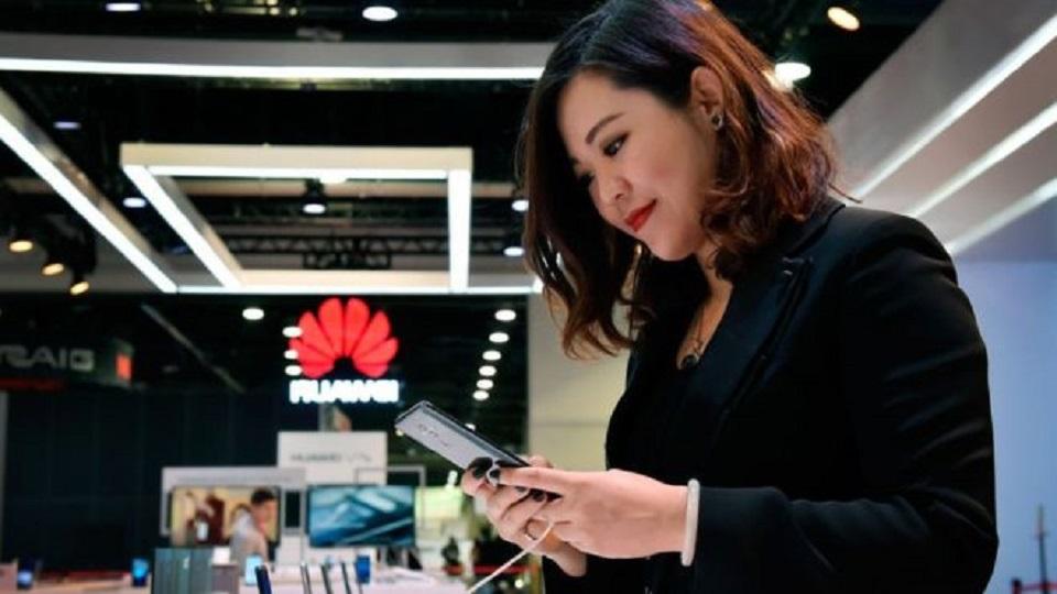 Huawei Smartphone Sales Hit Amid US Curbs