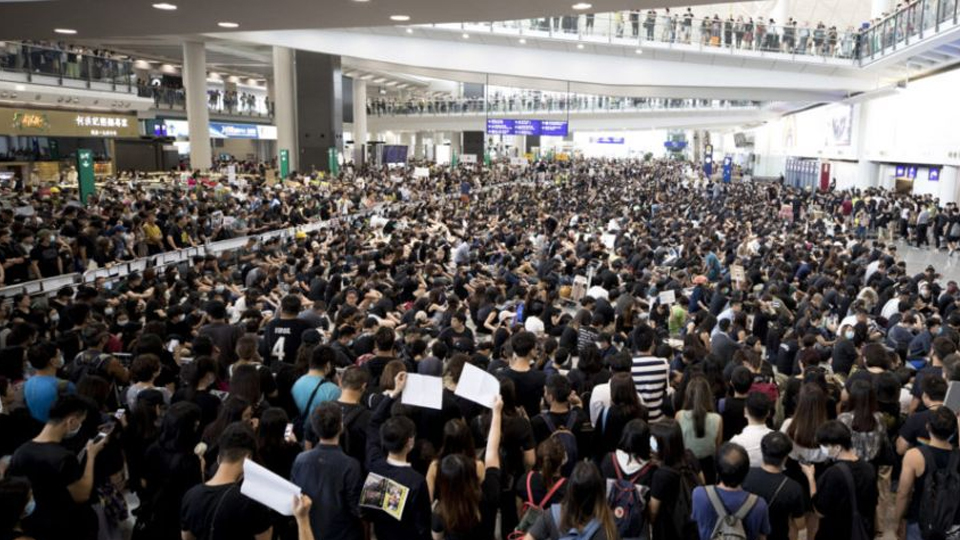 Hong Kong Airport Cancels Monday Flights Amid Sit-in