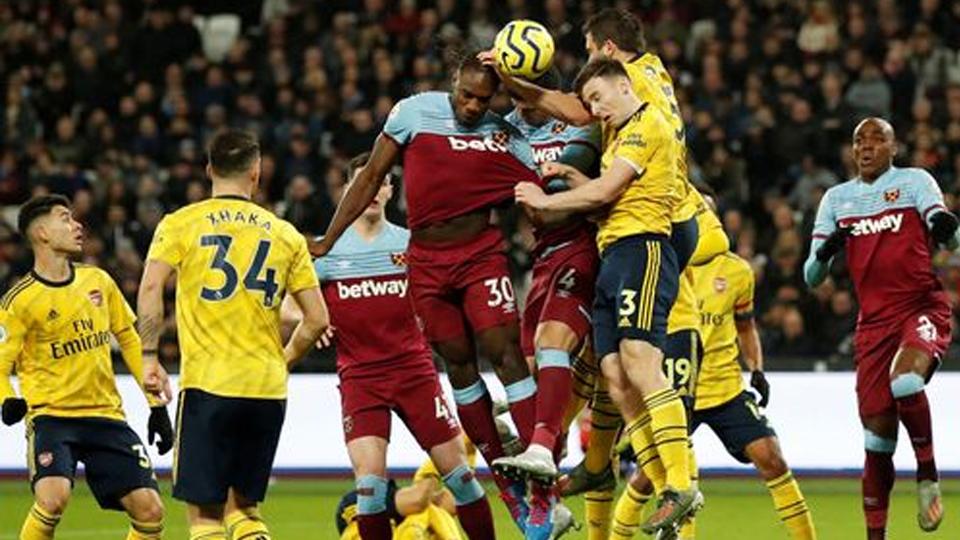 Arsenal score three goals in nine minutes - FBC News